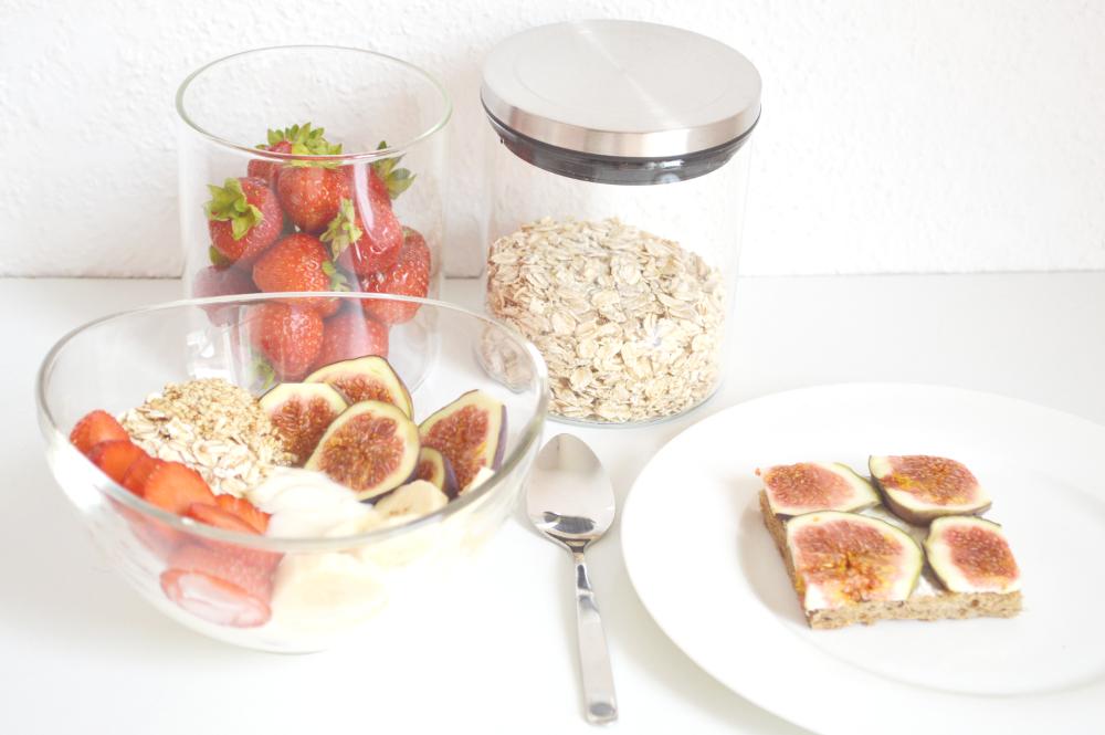 HealthyBreakfastStrawberryFigCereals