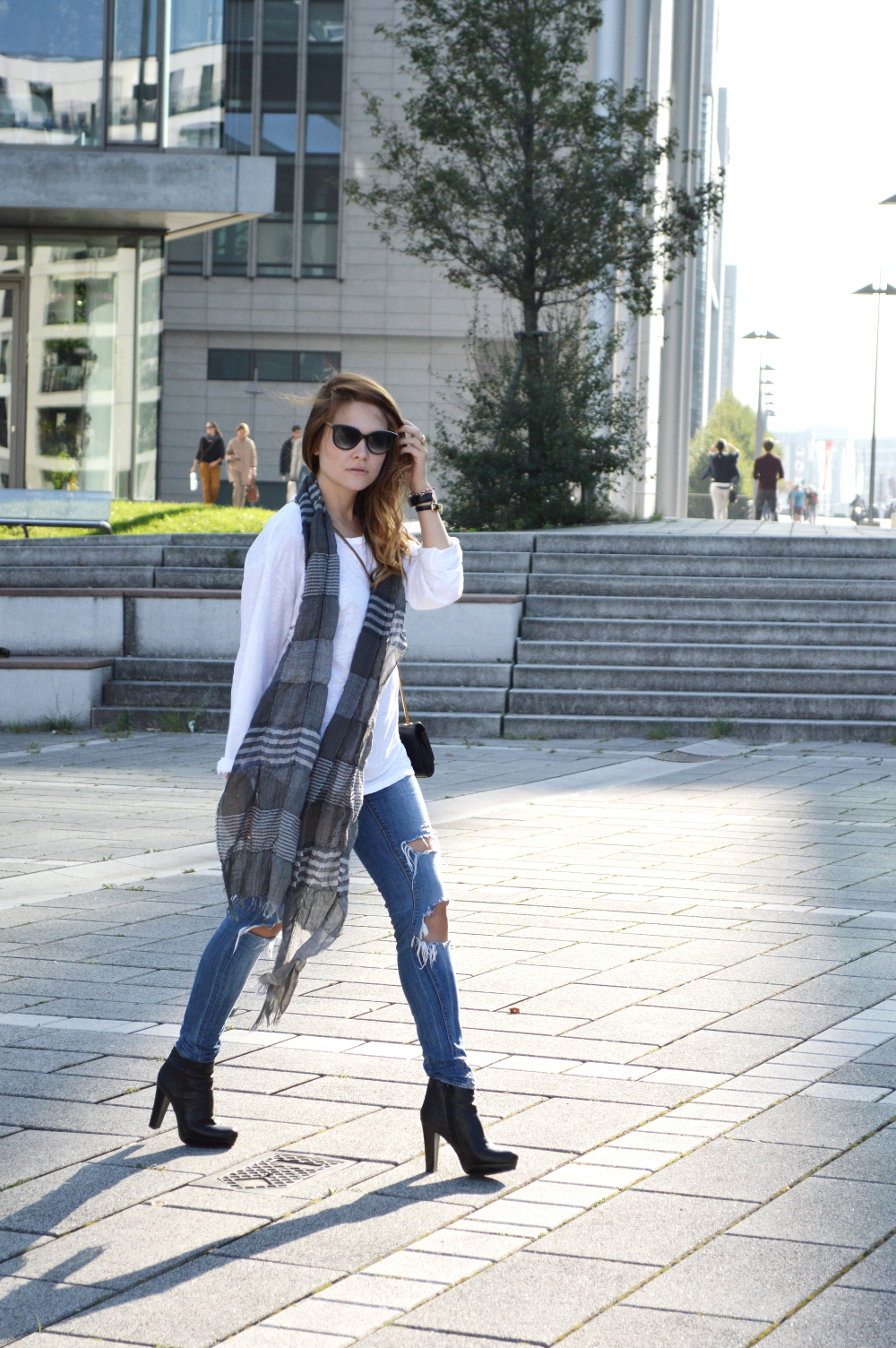 OversizedShirtDenimRippedJeans7