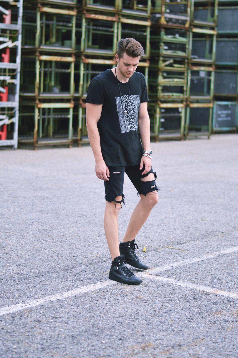 StreetstyleFashionbloggerRippedJeans